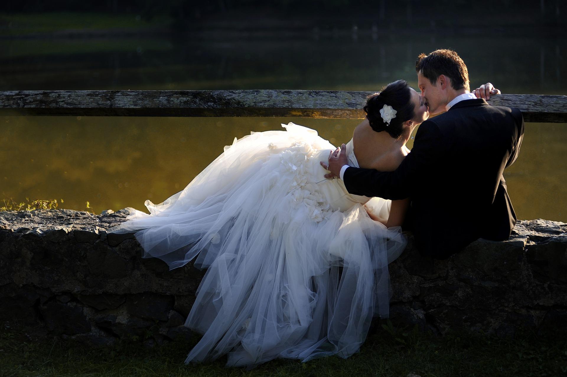 bride-3085841_1920